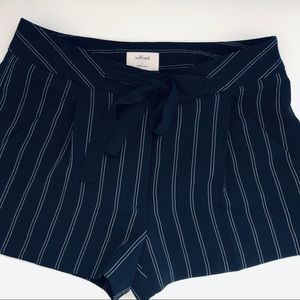 Wilfred Exergue Shorts Black Striped